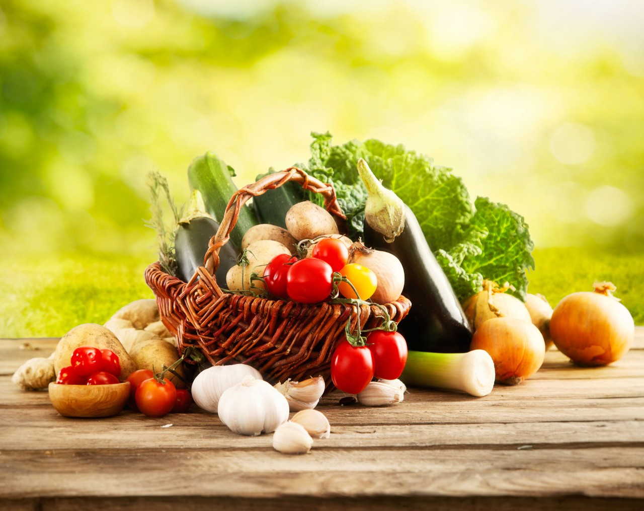 ABBV0292-Vegetables-on-Wood-123RF-40888351_l